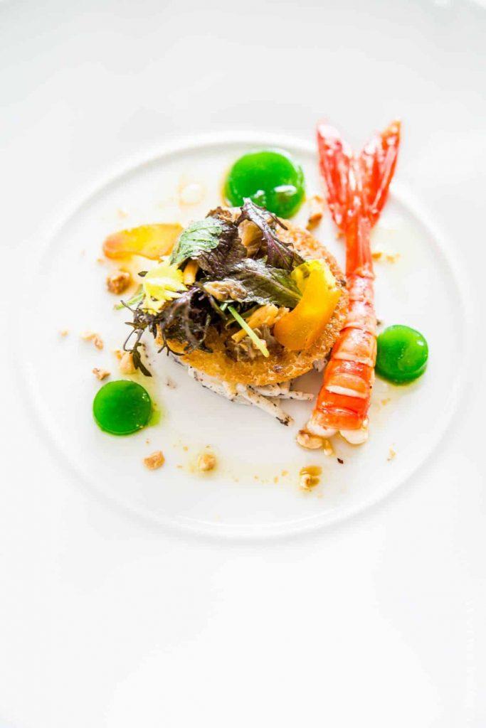 Rémoulade de céleri aux truffes d'automne....Poutargue, crevette carabineros et pousse de salade