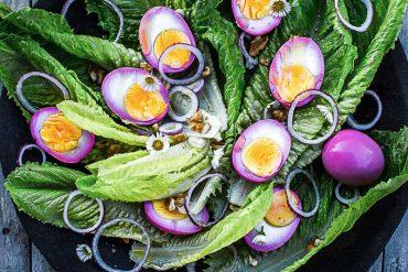 Oeufs colorés pour ma salade de Pâques