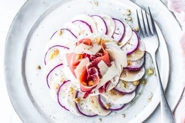 Radis rose et champignon en carpaccio